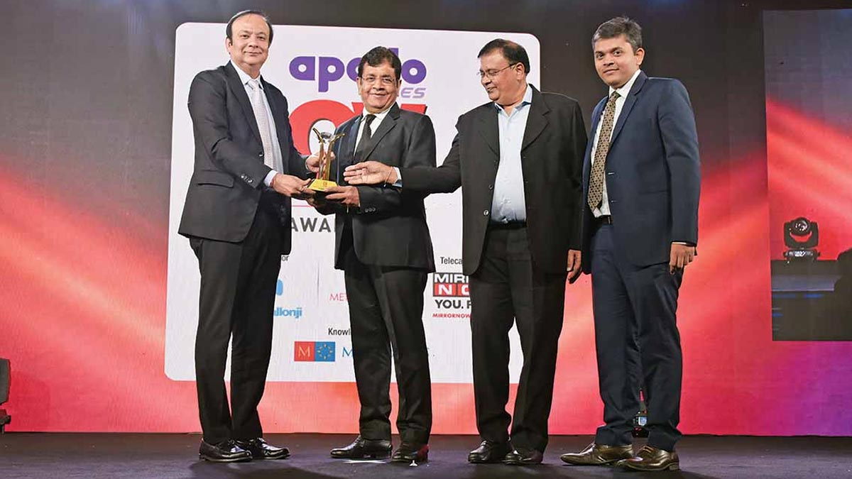 V-Trans once again bagged Apollo CV Award for Large Fleet Operator of the year for Overall Excellence.