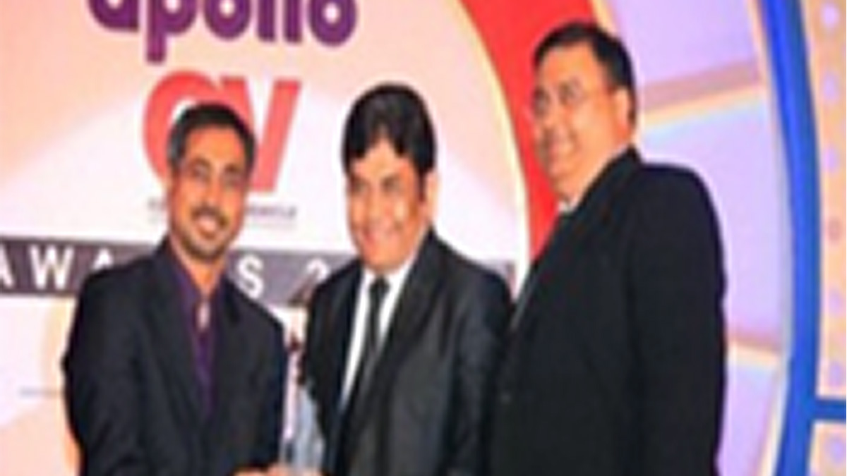 V-Trans once again bagged Apollo CV Award for Large Fleet Operator of the year for Overall Excellence. 2020
